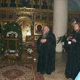 Колядки в исполнении о.Олега (справа)